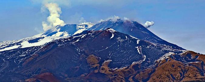 In volo per tenere d'occhio l'Etna