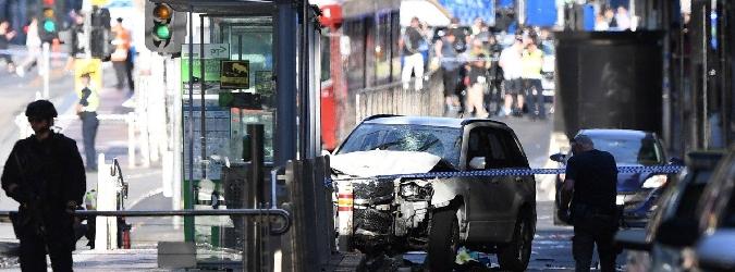 Auto contro la folla a Melbourne