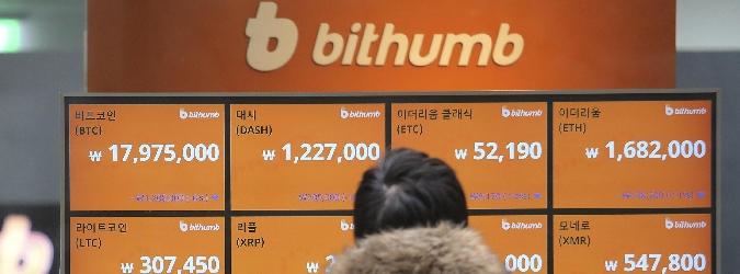 Il tracollo del bitcoin, vale la metà di dicembre