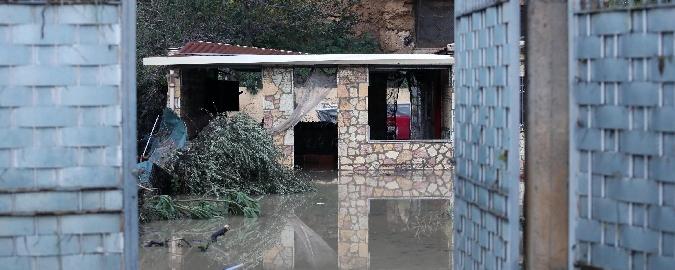 Sciacalli nelle case alluvionate a Casteldaccia