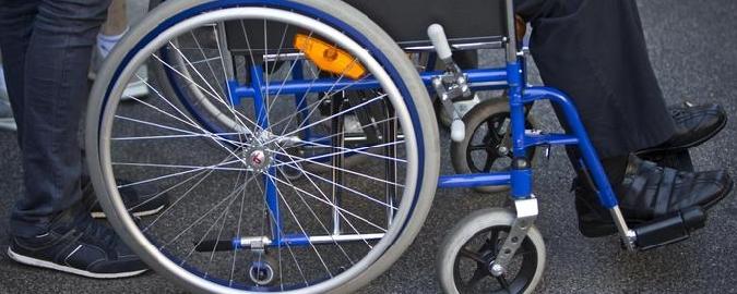 """Nessun accesso a scuola per il bimbo disabile: """"E i trasporti sono a nostre spese"""""""