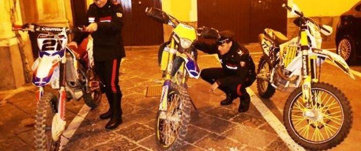 Catania: folle inseguimento a Librino, recuperate 3 moto da cross rubate