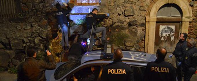 """""""Fermi tutti, il quartiere è circondato"""": mega operazione anticrimine a S. Berillo"""