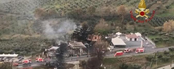 Esplosione in un distributore: due morti sulla Salaria