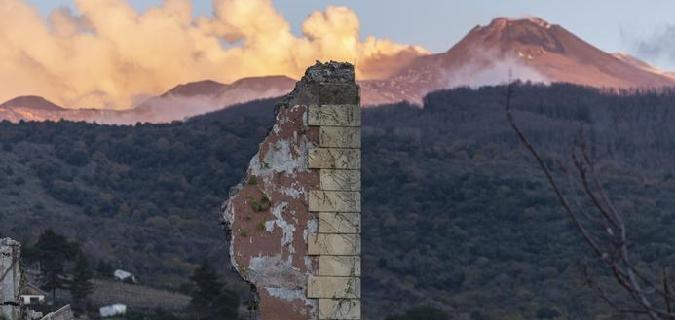Terremoto, l'Etna fa ancora paura. Scuole e hotel aperti ai 600 sfollati