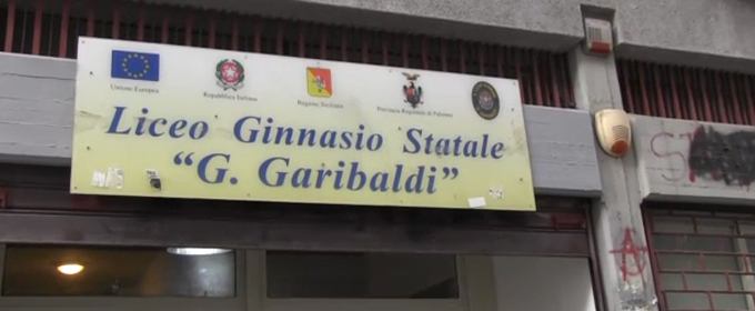 Alunni spruzzano spray al peperoncino, panico in una scuola di Palermo