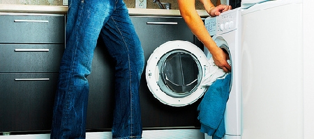 Rapina in macelleria col fucile, pizzicato in casa mentre lava i vestiti