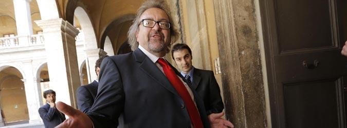 Insulti social al senatore Giarrusso, processo per due catanesi