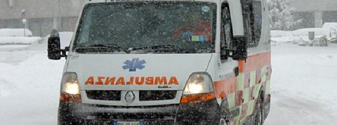 Il ghiaccio blocca l'ambulanza, pensionata muore a bordo