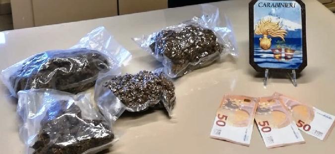 Calatabiano, in casa droga e denaro falso