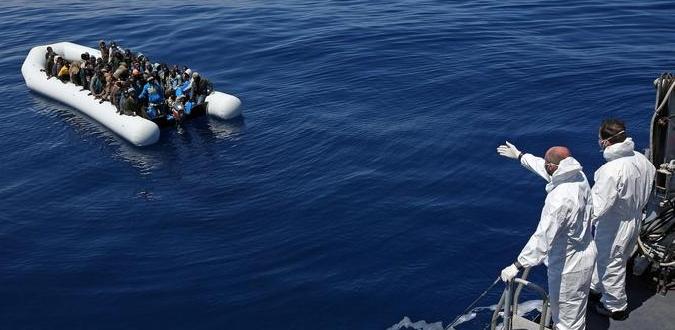 """Gommone affonda al largo della Libia: """"A bordo eravamo centoventi"""""""