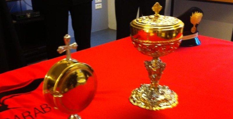 Vittoria, rubati oggetti d'oro in chiesa
