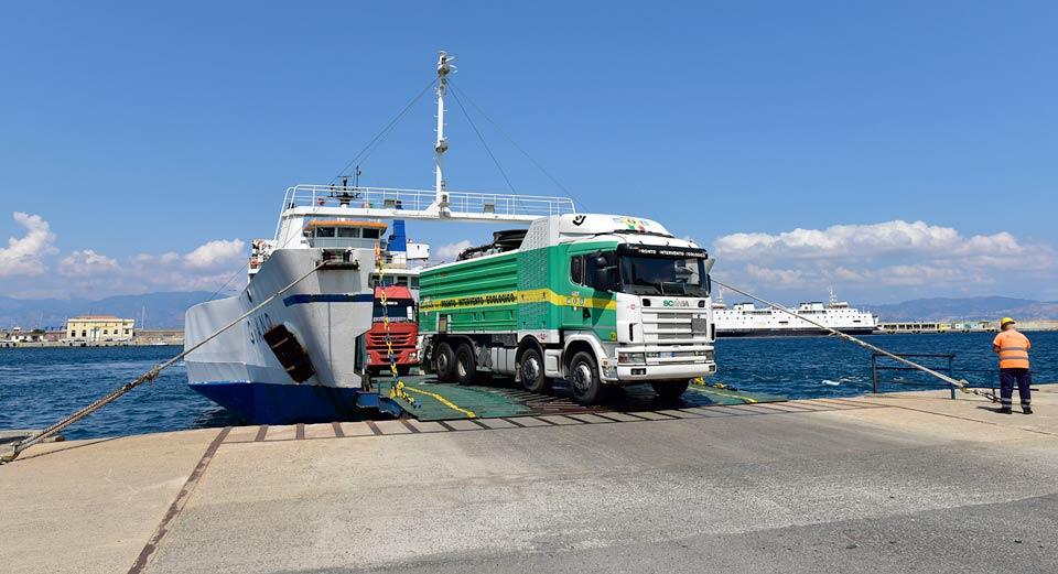 Caro navi, protesta light in Sicilia