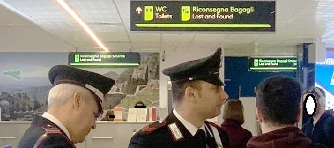 Catania, rubano valigia in aeroporto