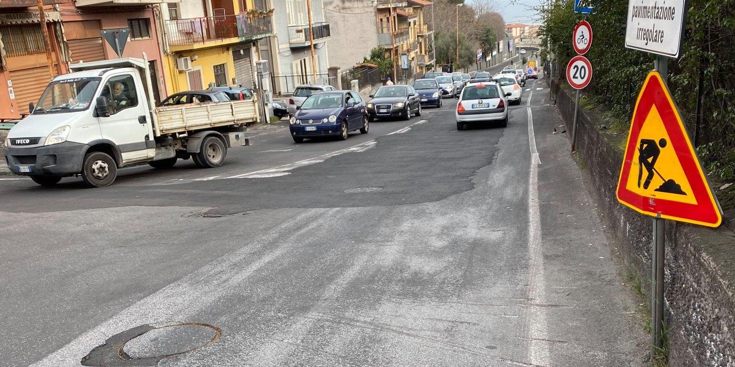 Lavori finiti 5 mesi fa, ora arriva l'asfalto