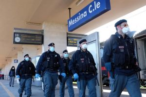 Selfie estremi e attraversamento dei binari: vagonate di multe nelle stazioni siciliane