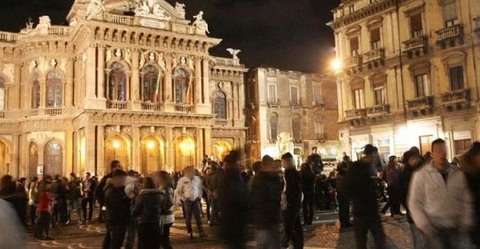 """Catania frena la vita notturna: """"Dalle 23 niente cibi e bevande in strada"""""""