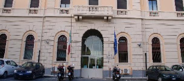 Catania, tenta di evadere da Piazza Lanza