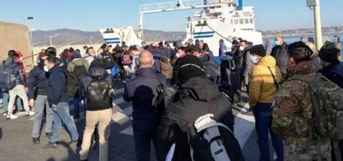 """Tutti in fila per traghettare sullo Stretto. """"Così si rischia l'effetto boomerang"""""""