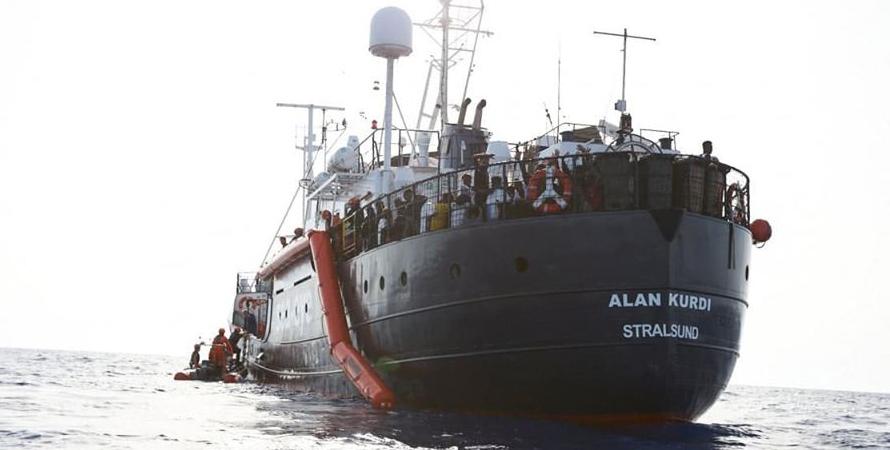 Alan Kurdi, migranti trasferiti su nave Cin