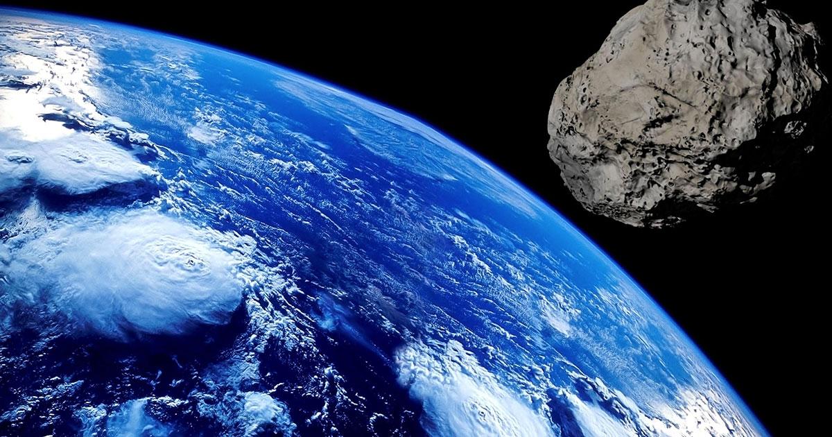 Ci mancava l'asteroide con la mascherina