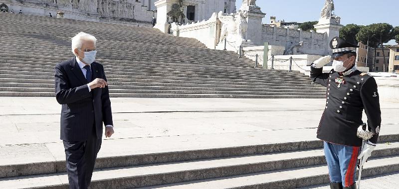 """Mattarella: """"Il 25 aprile nostra forza, l'Italia riparta come nel dopoguerra"""""""