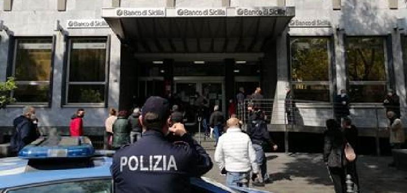 """Troppe file a Catania: arriva la polizia. Palermo, Orlando si arrabbia: """"Basta!"""""""