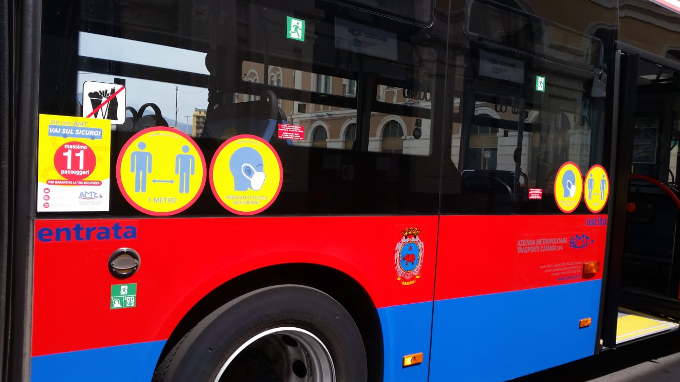 Positiva al Covid, torna a casa col bus