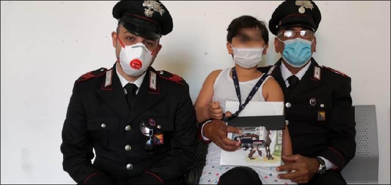 Bimbo privo di sensi salvato dai carabinieri