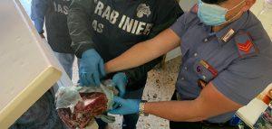 Carne in pessimo stato, sigilli a macelleria