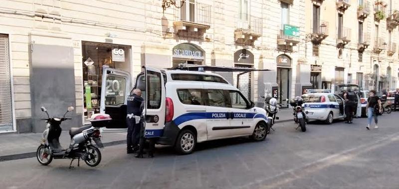Ambulanti e negozianti stangati a Catania