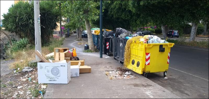 Catania, multe ai pendolari dei rifiuti