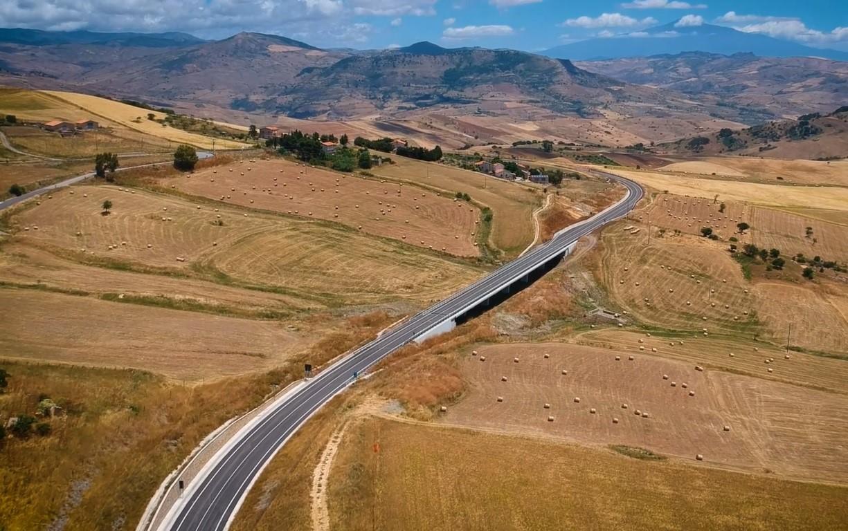 Sicilia da nord a sud: varato un tratto della strada più lenta del mondo
