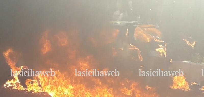 Auto in fiamme: paura sulla Ct-Me