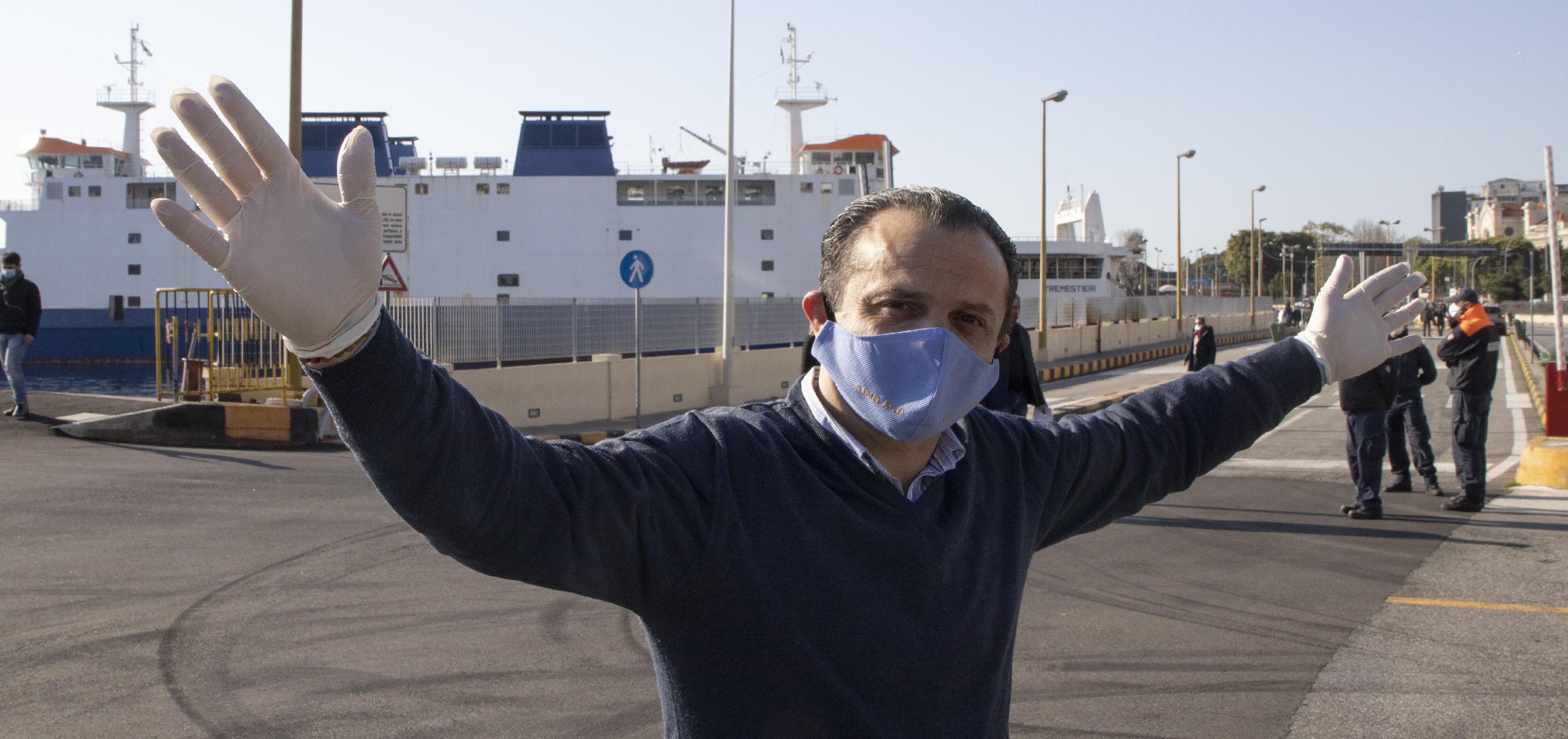 """A Messina De Luca fa marcia indietro: """"Sono stato minacciato, revoco l'ordinanza"""""""