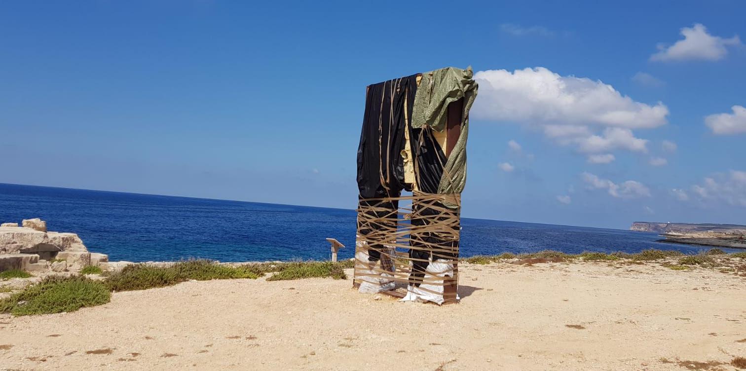 """Imballata la Porta d'Europa a Lampedusa: """"Vogliamo i turisti, non gli immigrati"""""""