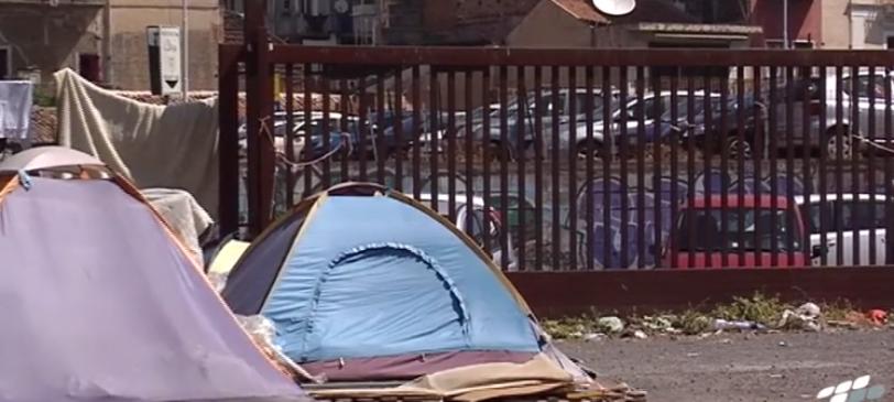 Catania, baraccopoli tra i rifiuti
