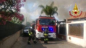 Grosso incendio a sud di Catania