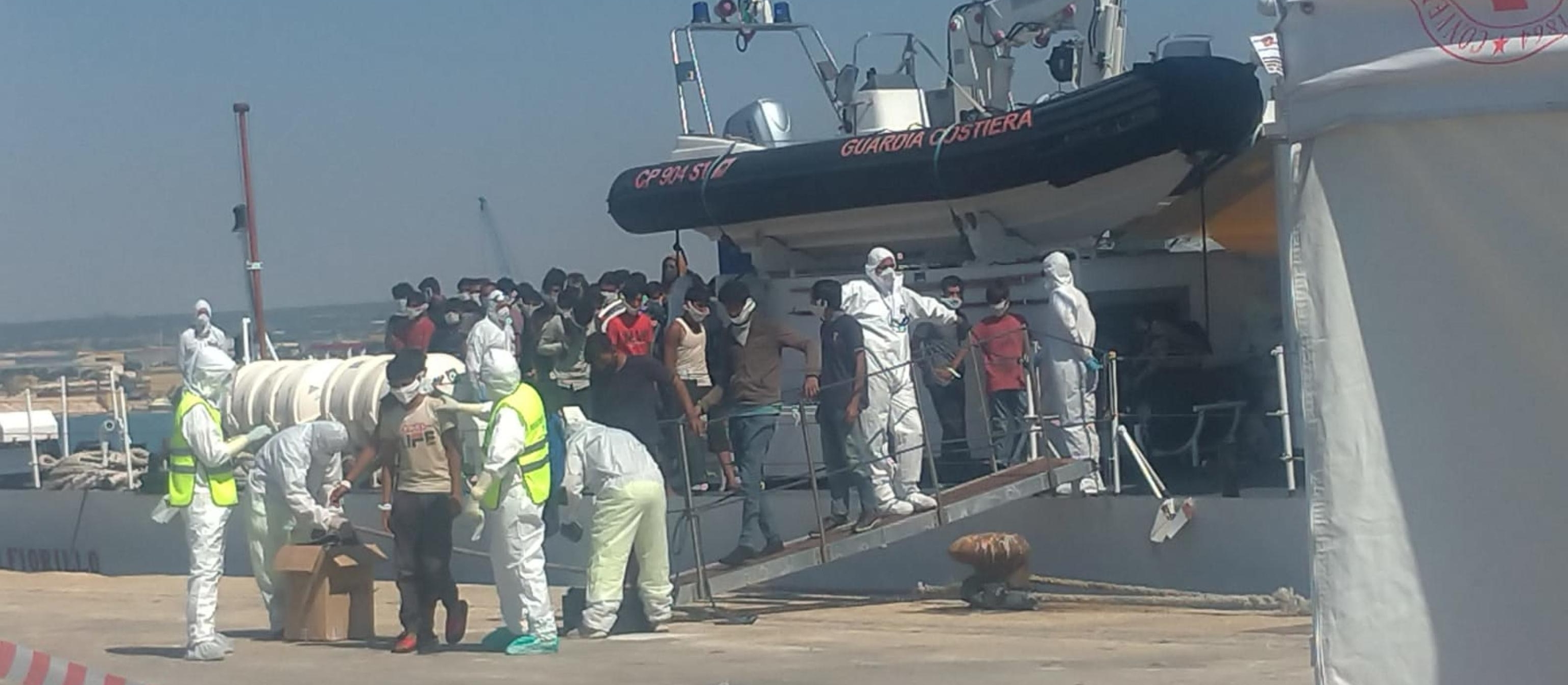 Sbarco a Pozzallo, 11 migranti positivi