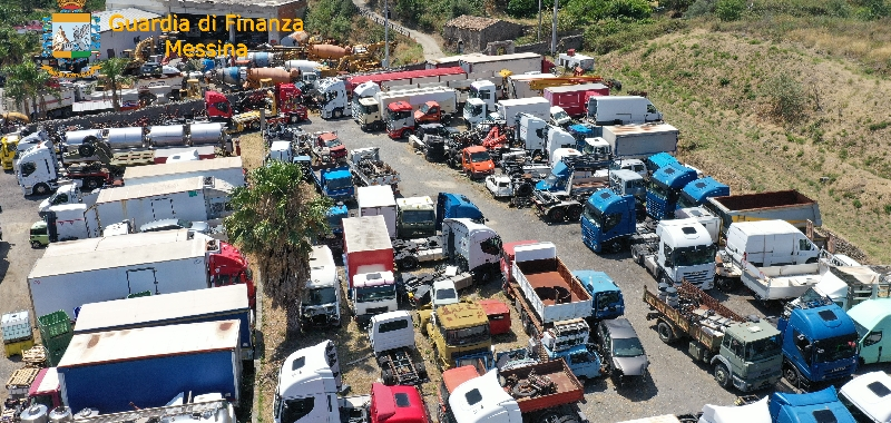 Messina, cimitero abusivo di auto e camion
