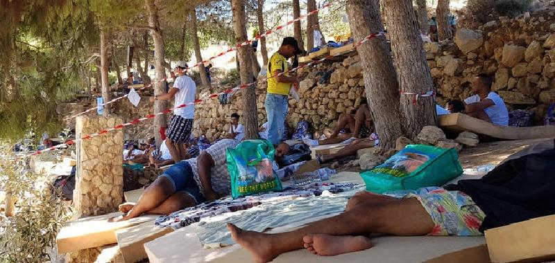 Lampedusa, altri 3 positivi nell'hotspot