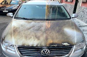 La ex non lo vuole, le brucia la macchina