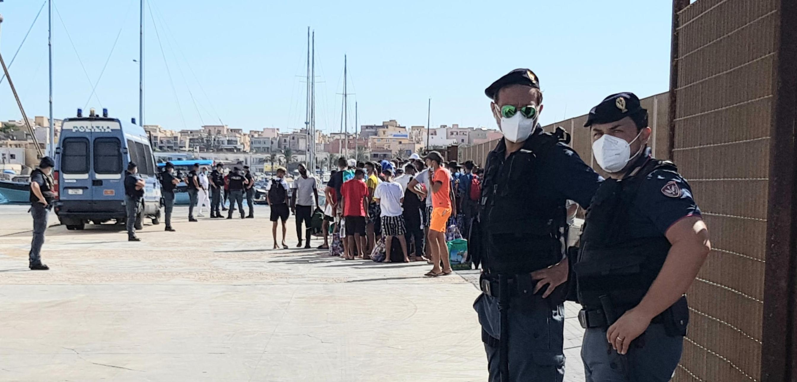 Lampedusa, quattro sbarchi in poche ore