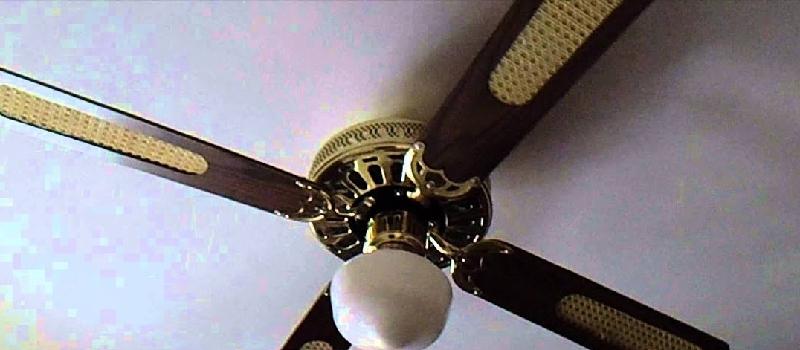 La lancia in aria, la bimba di 2 anni finisce contro le pale del ventilatore: è grave