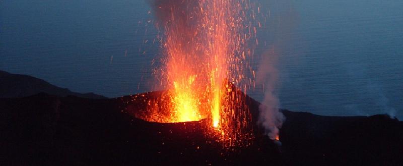 Esplosioni a Stromboli, alba di paura