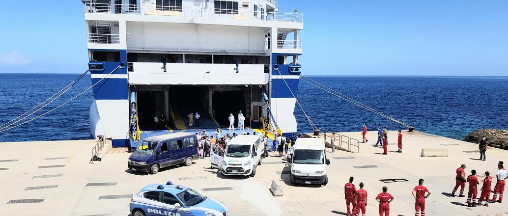 Su nave quarantena 60 migranti positivi