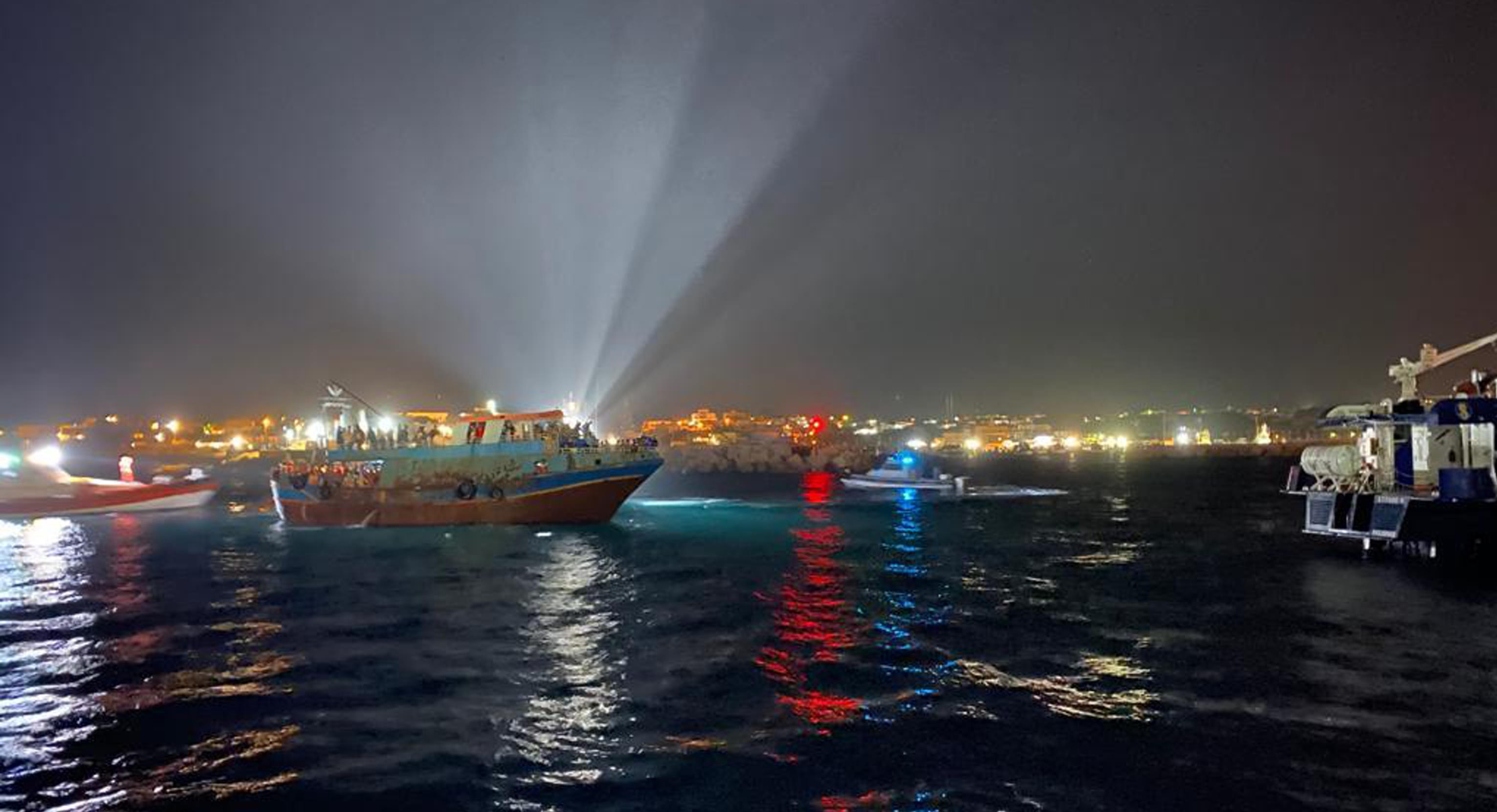 Maxi sbarco di tunisini a Lampedusa
