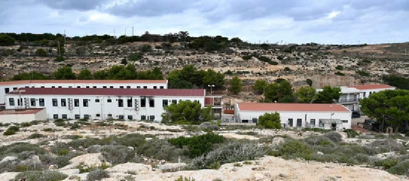 Lampedusa, 5 sbarchi in poche ore
