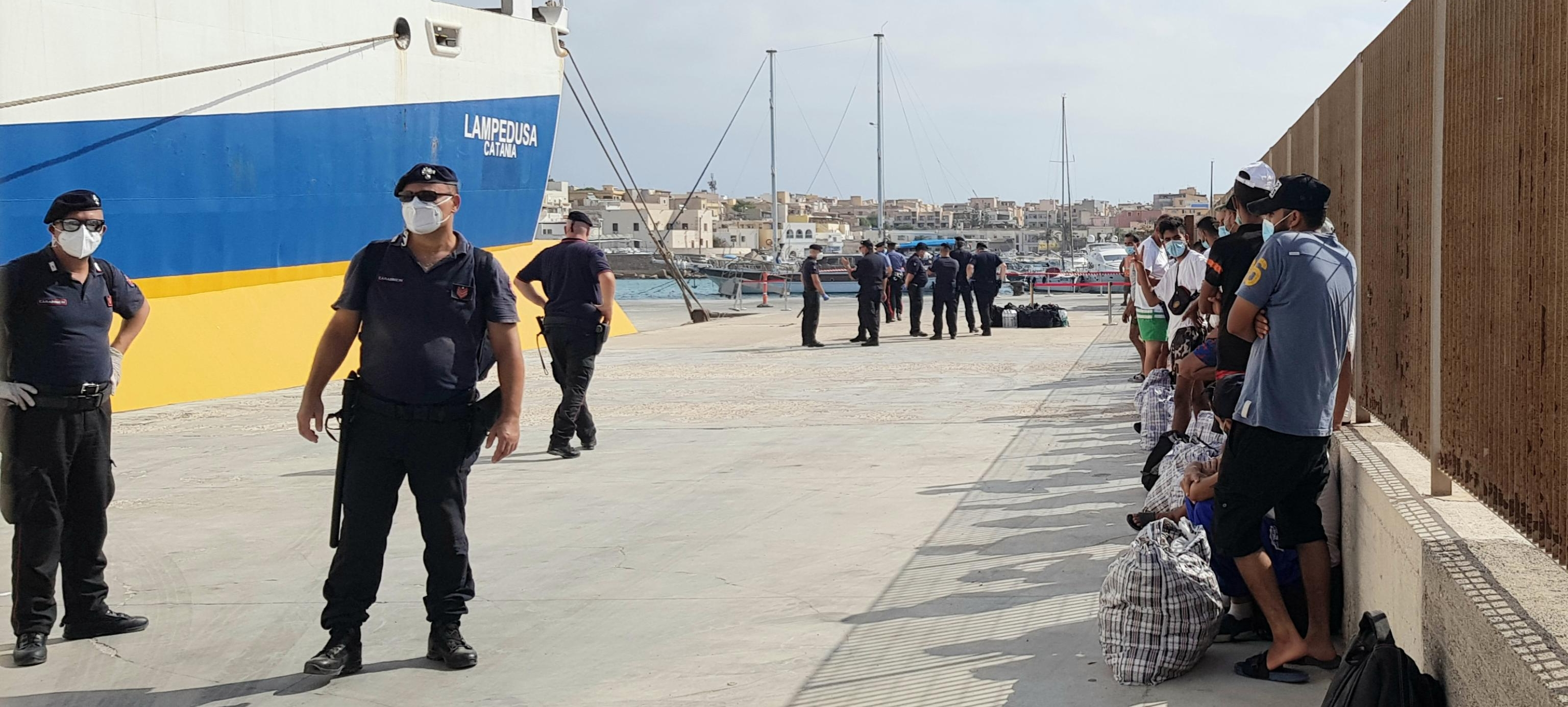 Migranti in fuga, carabiniere resta ferito