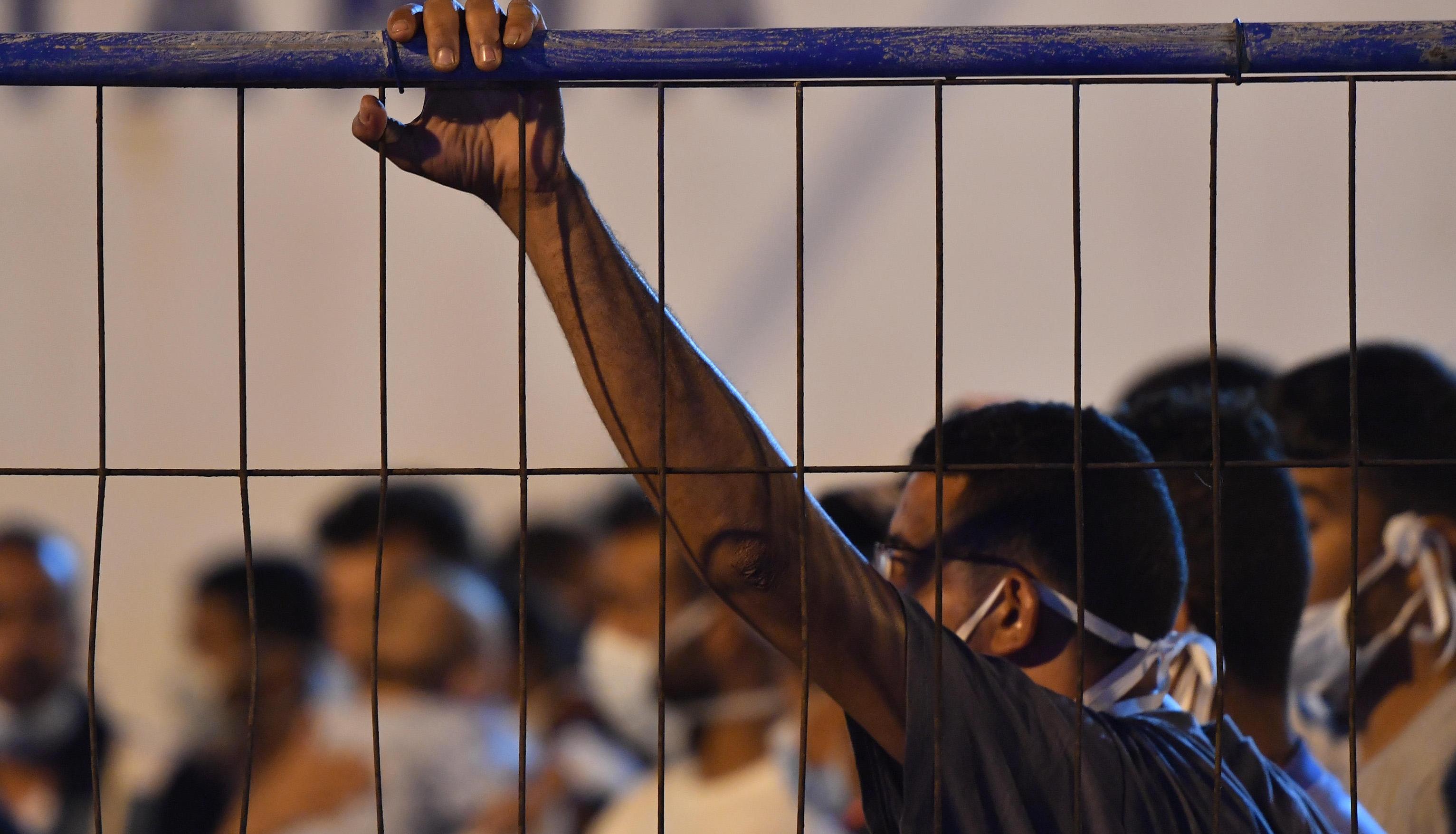 Pozzallo, 50 migranti in fuga dall'hotspot
